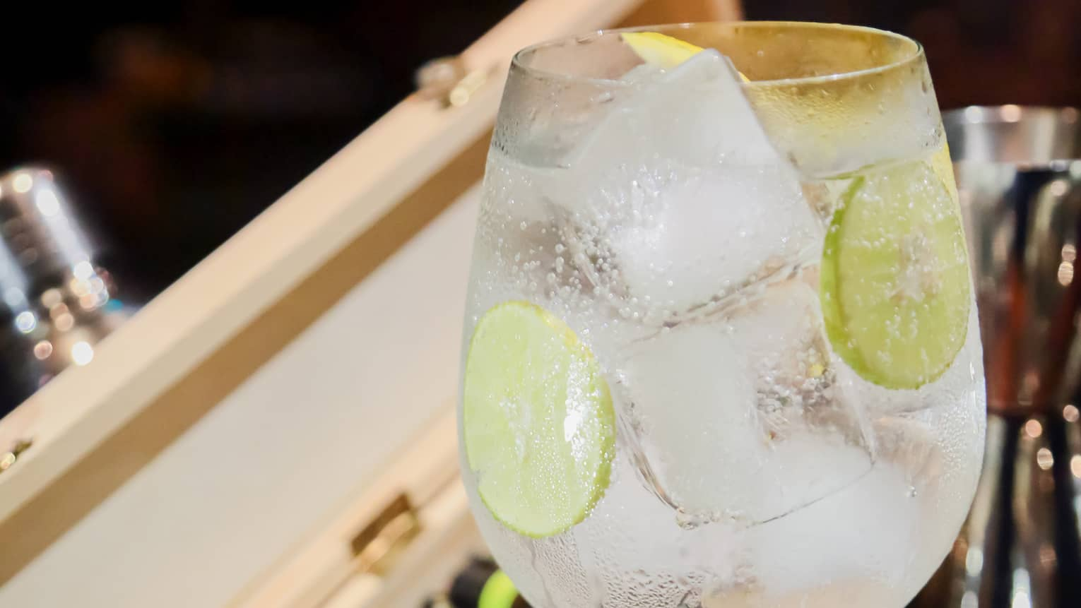 Jim-Let Fox-Trot – Tanqueray, Lime, Tonic