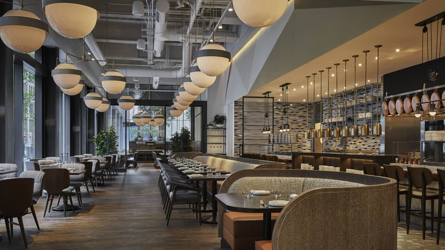 Center City Fine Dining Restaurants Bars Four Seasons