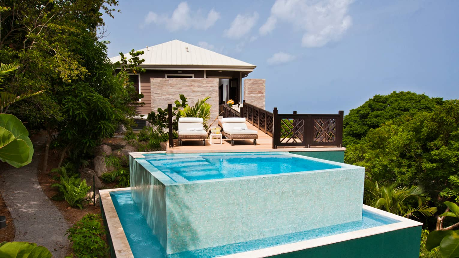Stewarts Hill Residence Villa patio, two-level swimming pool